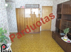 Parduodamas vienas kambarys šeimyninio bendrabučio tipo, dviejų kambarių bute