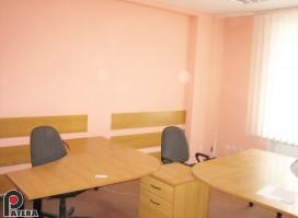 Išnuomojamas 25 kv. m kabinetas miesto centre.
